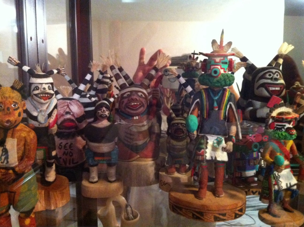 collection_de_Kachinas_de_Mike_Sweet___fondatuer_de_hopi_outreach.jpg